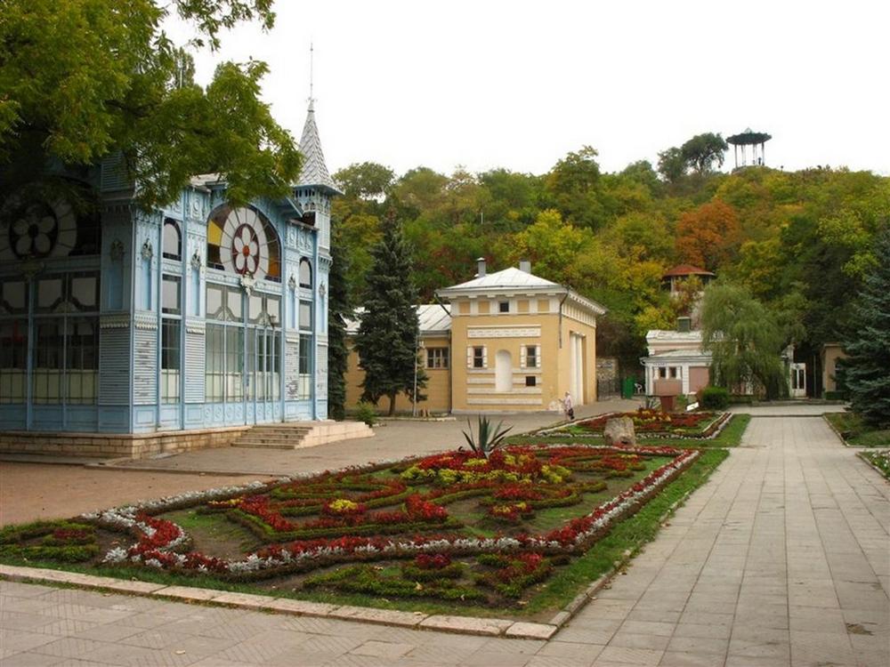 Цветник в Пятигорске и Китайская беседка