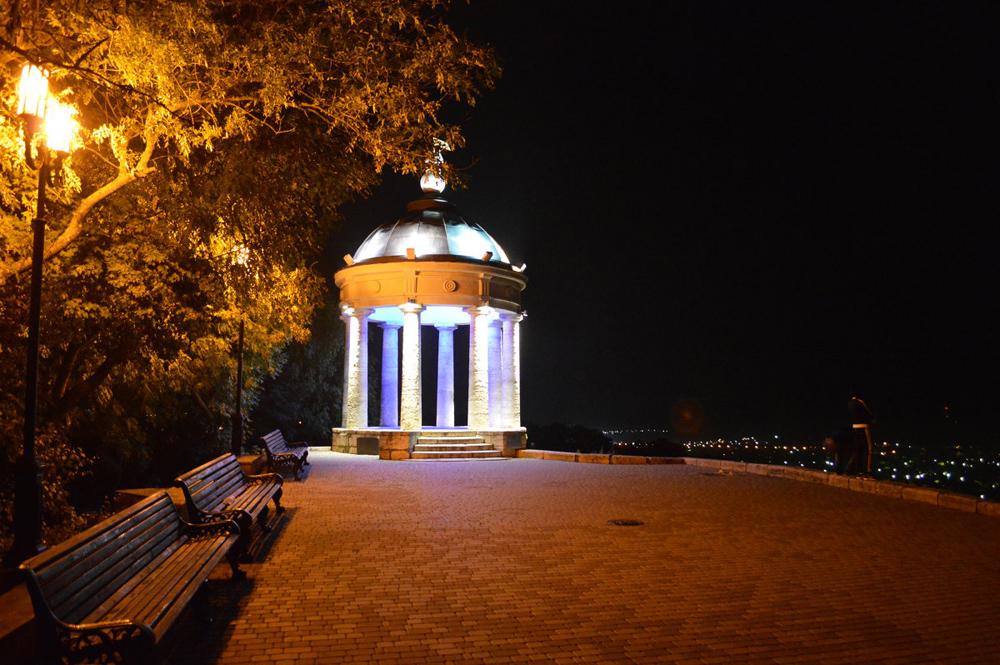 Эолова арфа Пятигорск ночью