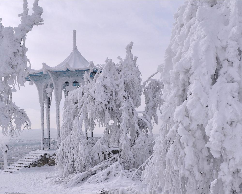 китайская беседка в Пятигорске зимой