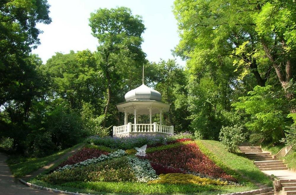 беседка в парке Ессентуки