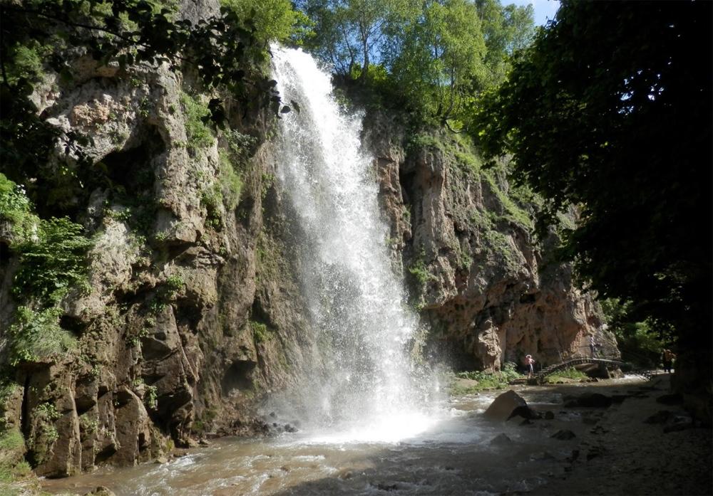 Медовый водопад 18 метров