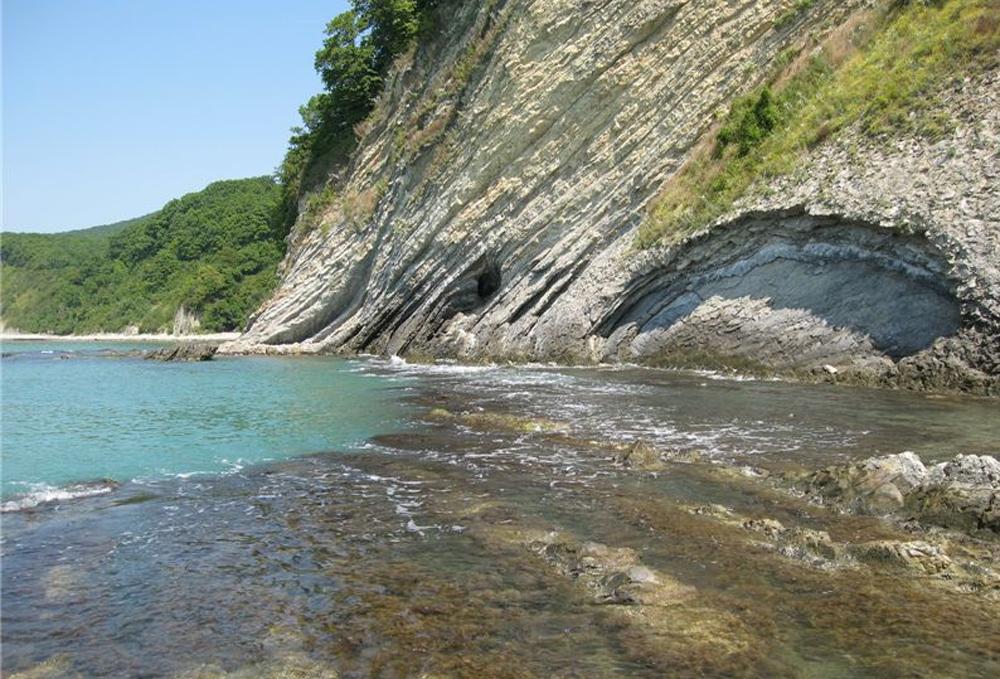 красивый вид моря и скал