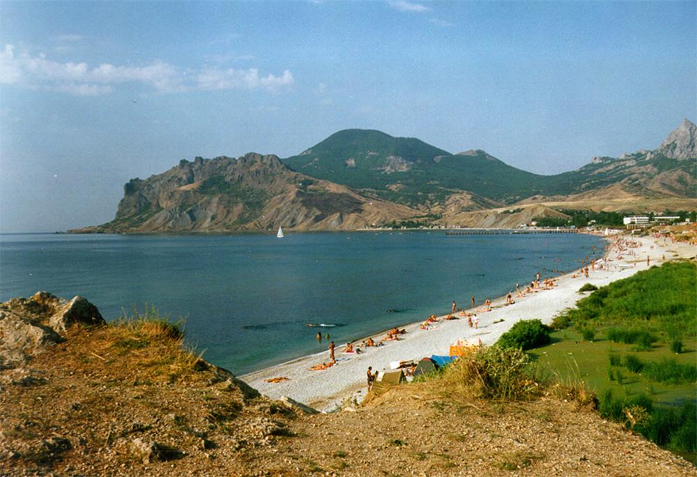 вид на пляж с горы