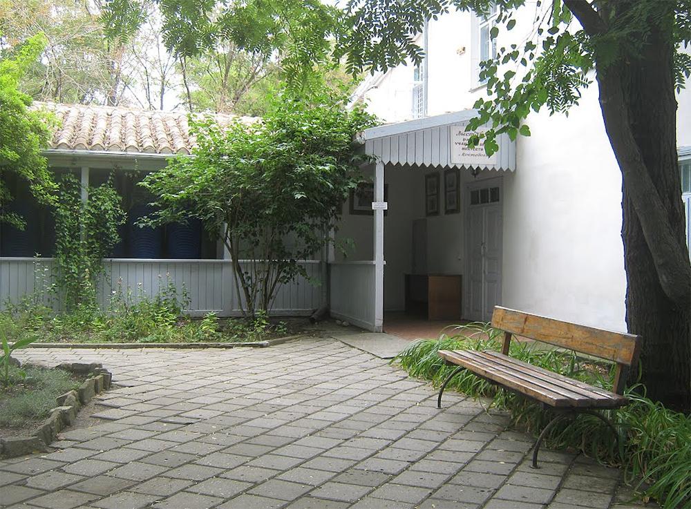 двор дома Волошина