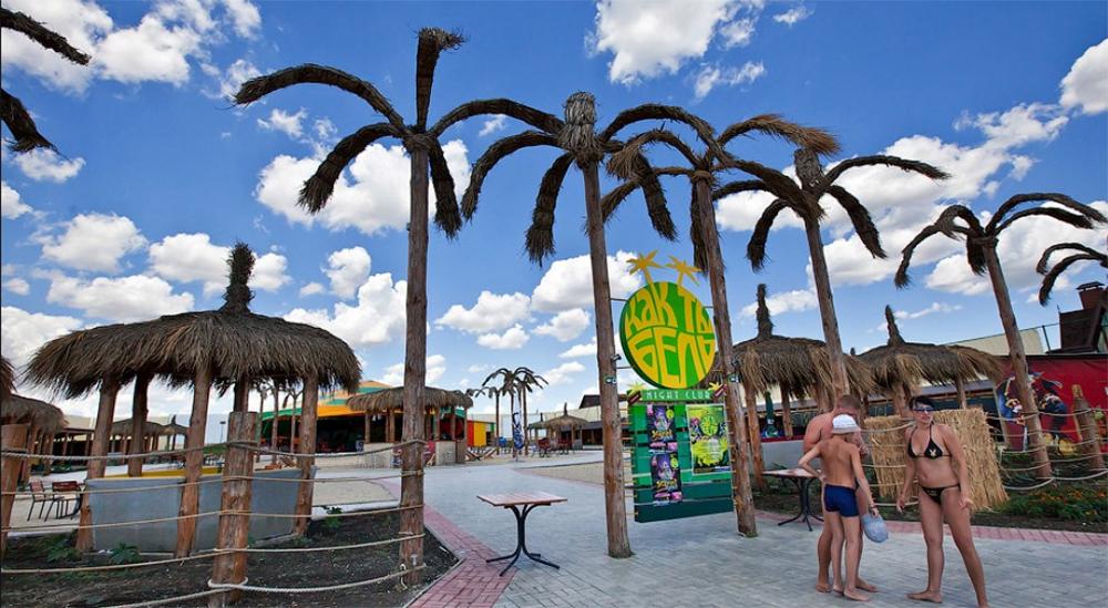 искусственные пальмы в Коктебеле