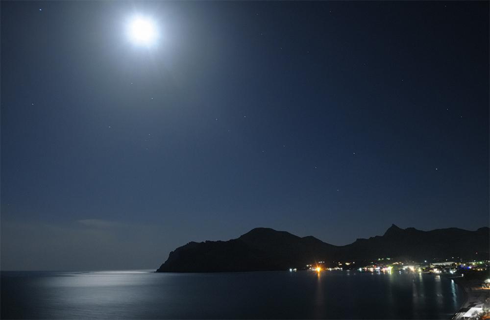 луна над Коктебелем