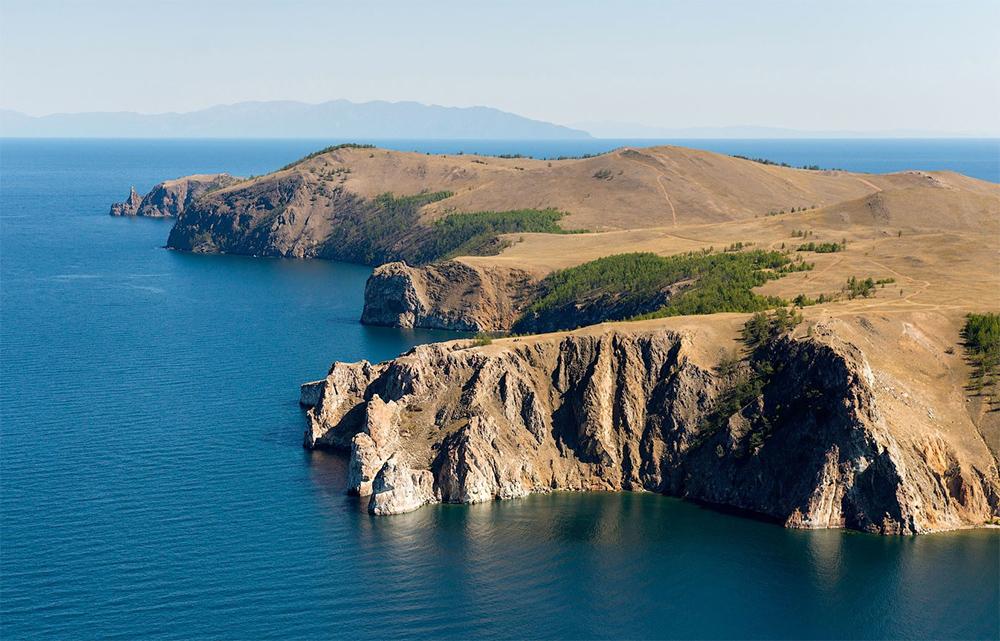 скалистый берег Байкала