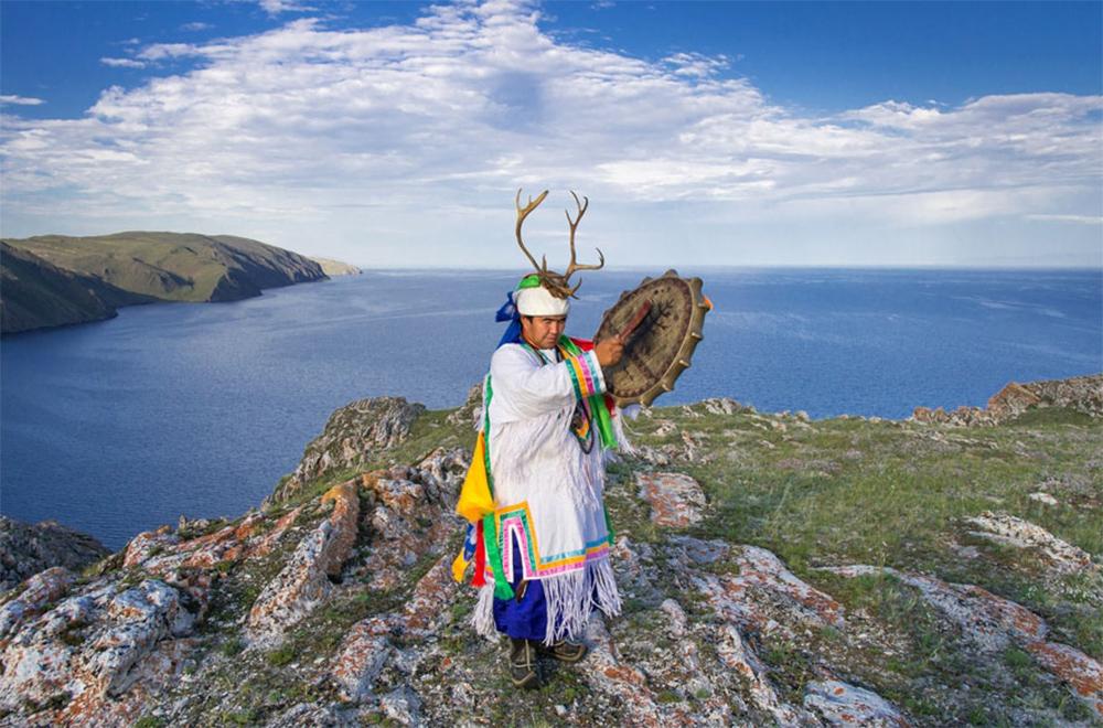 попеть с местным шаманом