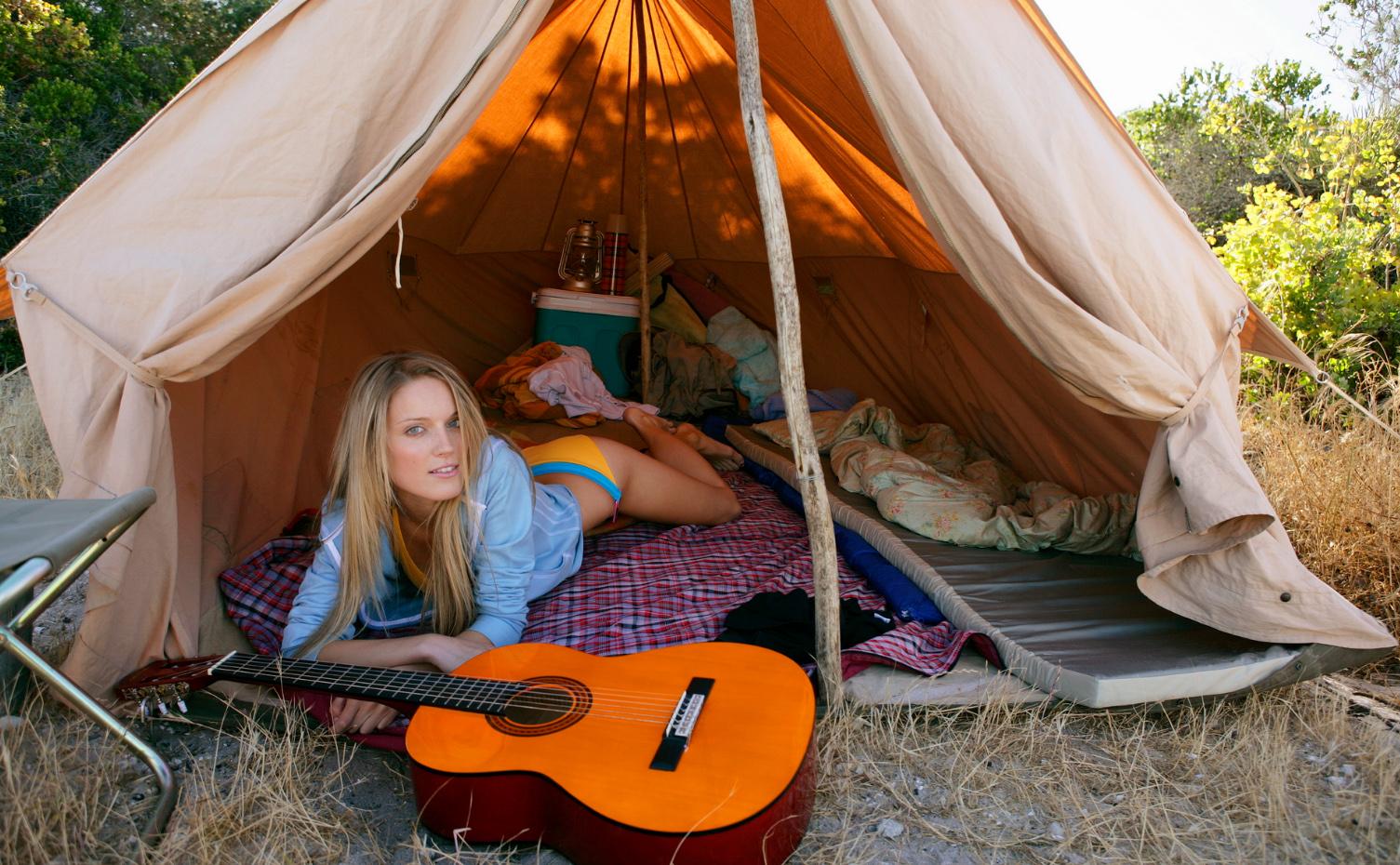 отдых, гитара, палатка, девушка