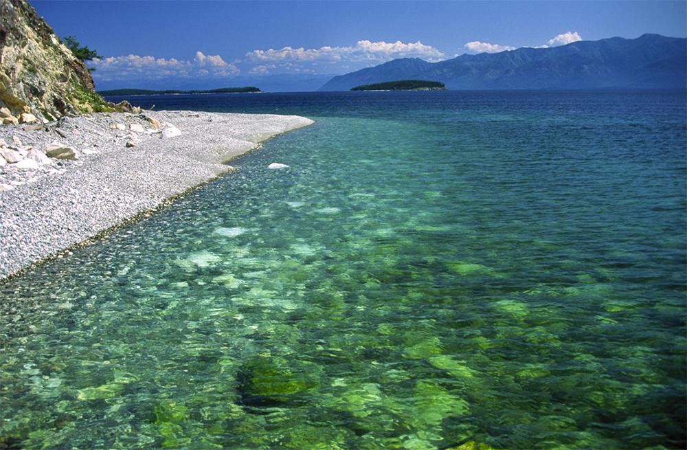 пляж на берегу Байкала