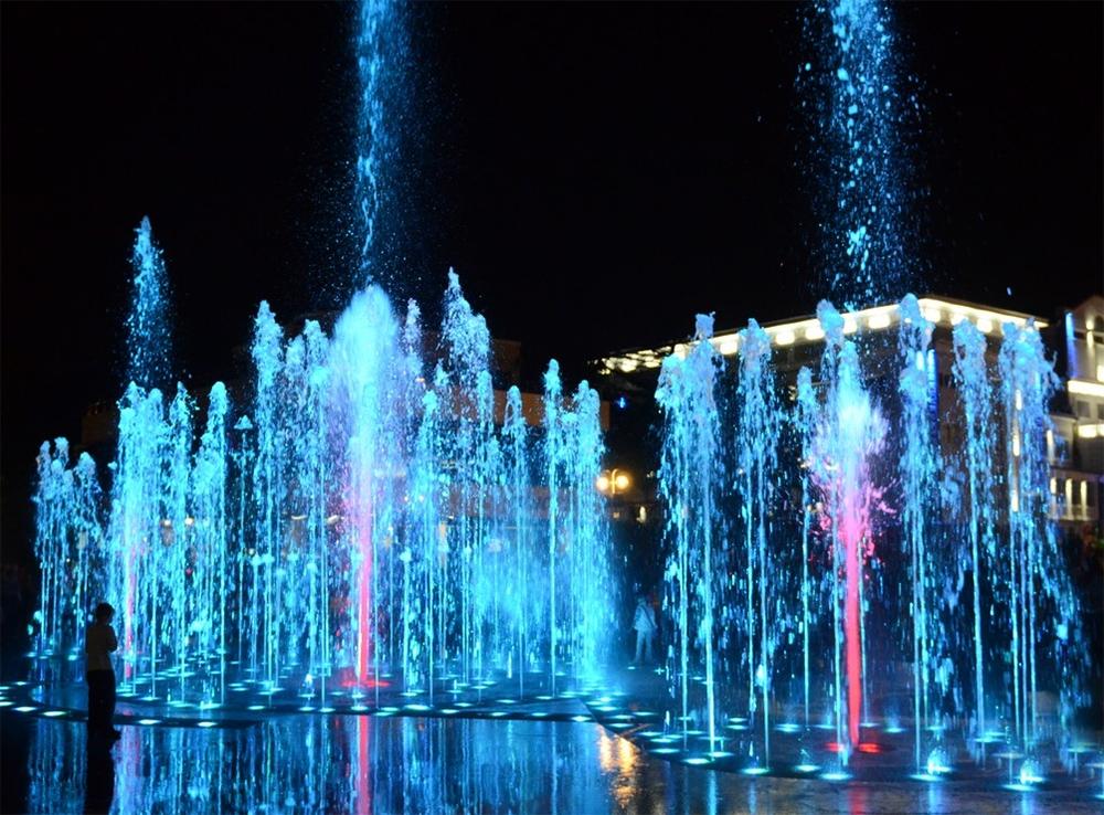 Туапсе фонтан ночью