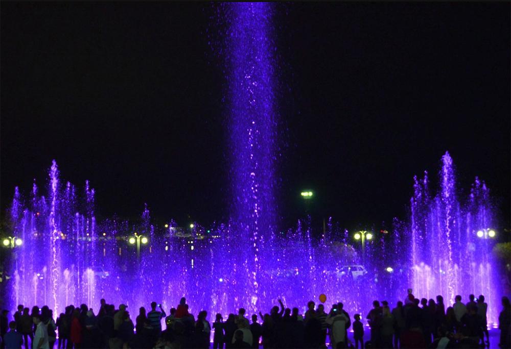 Туапсе поющий фонтан ночью